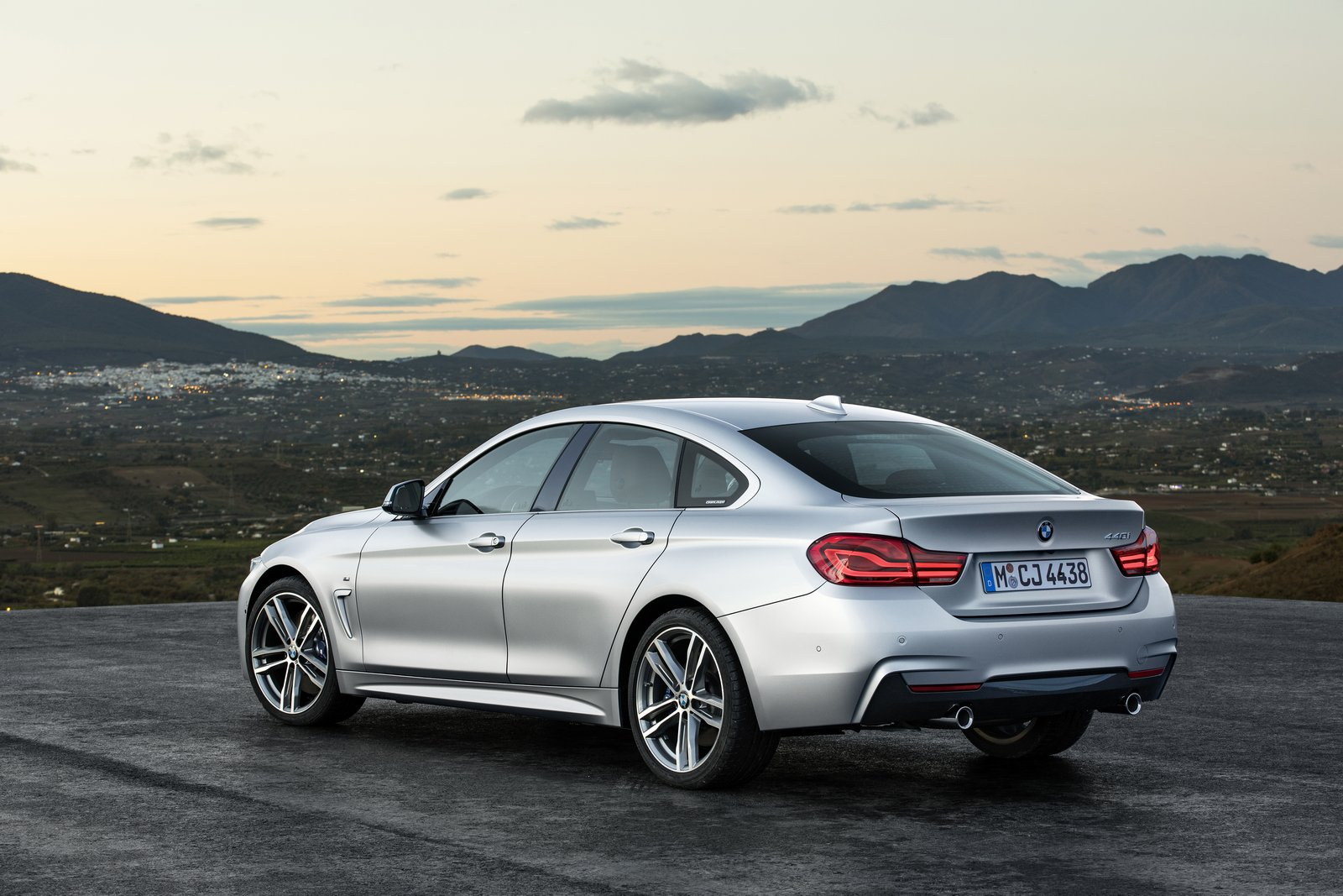 P90245285_highRes_bmw-4-series-m-sport